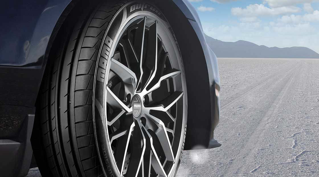 Image of sportscar with MOMO wheels and MOMO Tires