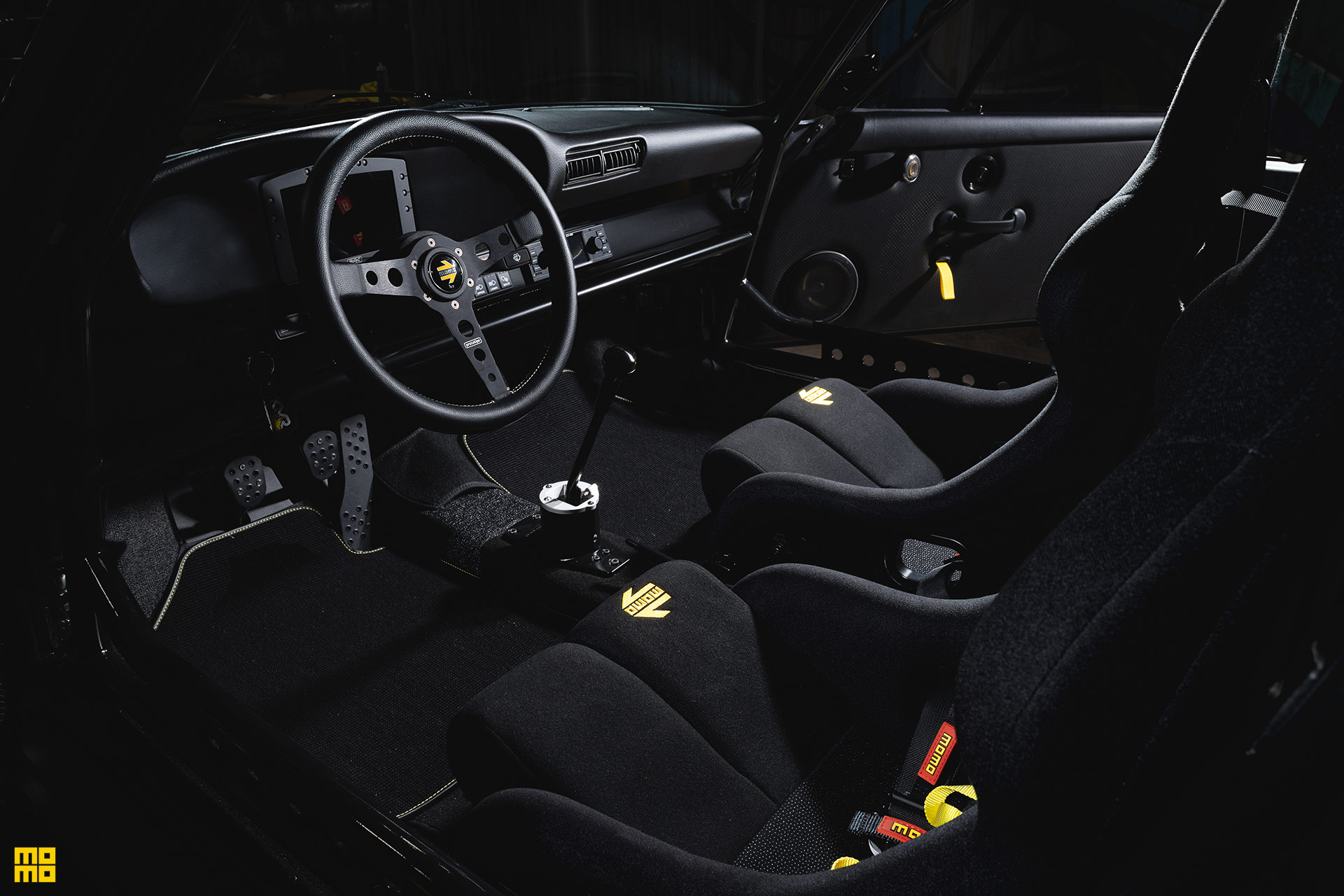 Matte Black Porsche 911 Safari - MOMO Heritage 6 Wheels in Matte Black